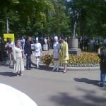 unsere Botschafterin und ein gutgelaunter Kulturattache bei der Eröffnung
